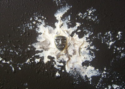 WHITHOUT A FACE | acrilici ed elementi metallici 25 x 25