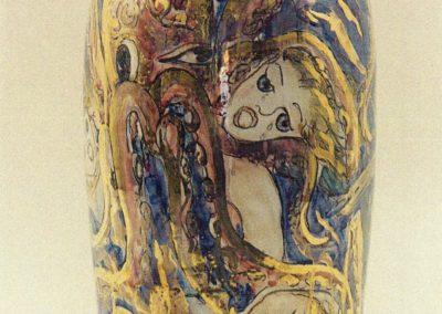 La piovra, anno 1993, vaso in ceramica, II fuoco pittura con terre colorate e vetrificazione, III fuoco sfumature e profili in oro e platino, h cm. 40