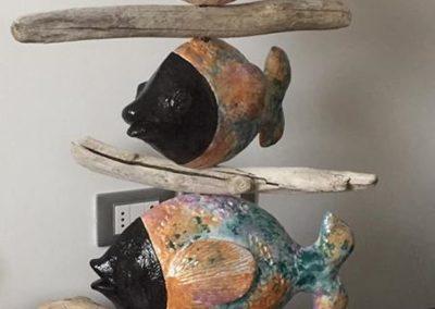 Pesci a tutto tondo | Creta su struttura in acciaio inox, spugna, legnetti e sassi marini cm. 85x65